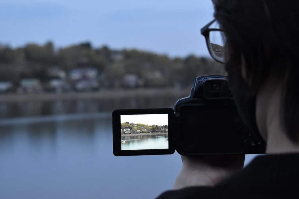 Photographer on a lake - What is crop sensor?