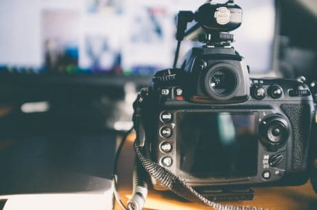 camera on a table - How to use manual mode