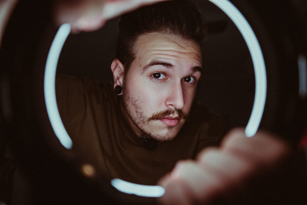 how to take Self portrait with ring light